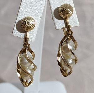 Vintage Sarah Coventry Gold Pearl Dangle Earrings